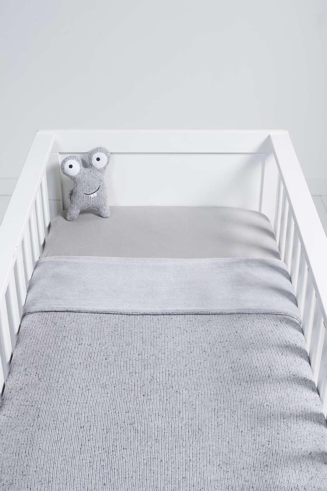 Deken_75x100cm_Confetti_knit_grey_coral_fleece_Bedje_Confetti_monster