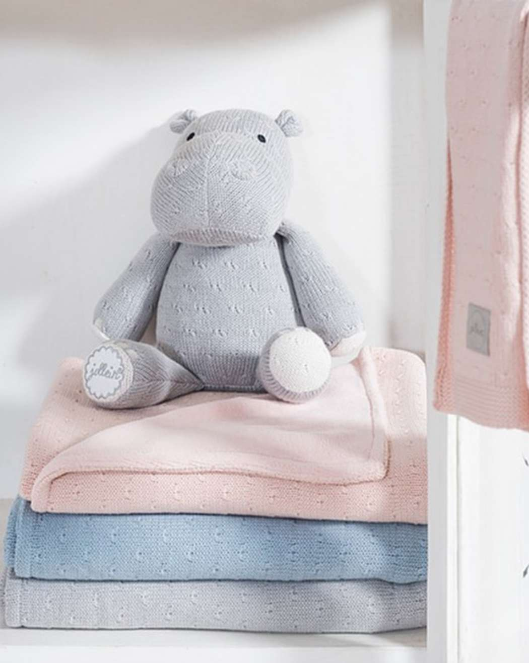 Knuffel_Soft_knit_hippo_light_grey_soft_knit_deken
